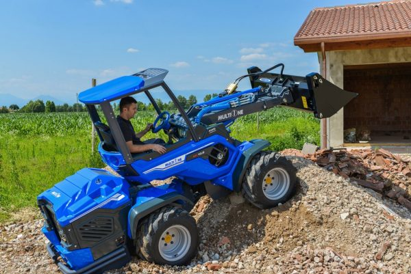 MultiOne mini loader 10 series with multipurpose bucket