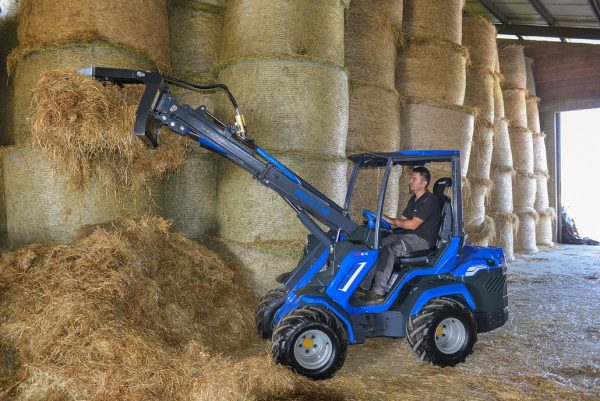 MultiOne mini loader 8 series with manure fork